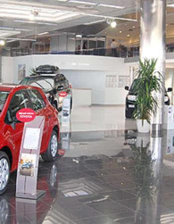 Тойота Центр Київ Автосаміт на Столичному