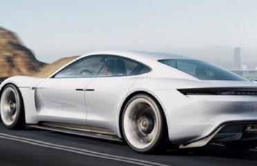 Porsche подтвердил в июне, что его первый выход на рынок электромобилей будет называться Taycan, заменив имя миссии E, ранее использовавшееся компанией.