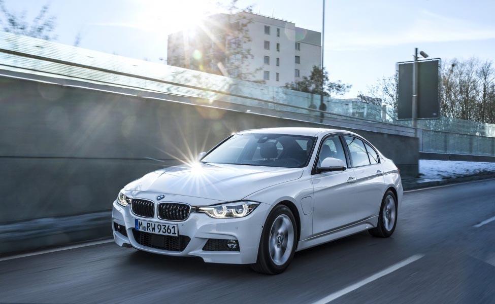 BMW запустила первую электрифицированную модель в своем новом линейке 3-й серии - гибридный гибридный 330e.