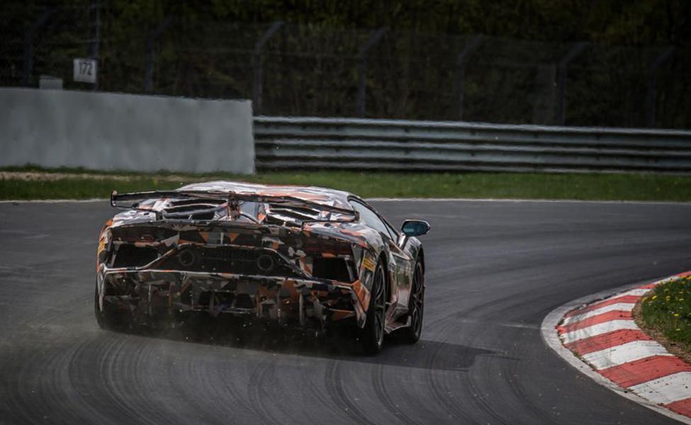 Итальянский автопроизводитель бьет Porsche с круговым временем в шесть минут и 44,97 секунды.