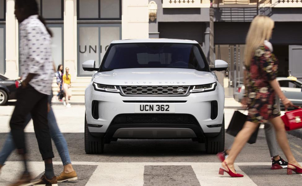 Land Rover предоставил своим поклонникам раннее рождественское удовольствие с открытием нового Range Rover Evoque.