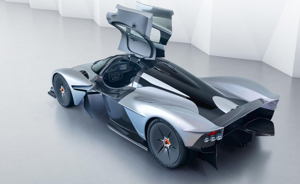 Aston Martin Valkyrie - это гиперкар, с прекрасным визуальным обликом. Благодаря пиковой мощности его двигателя V12