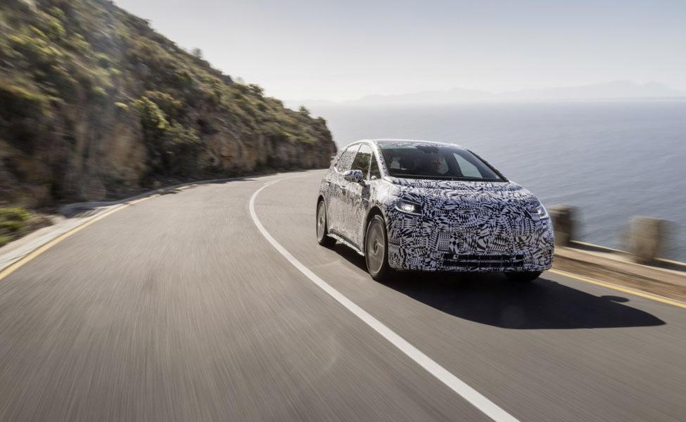 Volkswagen выпустил изображения своего предстоящего полностью электрического хэтчбека. Новый автомобиль проходит испытания в Южной Африке